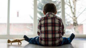 La singularidad y los tiempos de desarrollo de cada niño deben ser tenidos en cuenta antes de vaticinar un diagnóstico (Shutterstock)