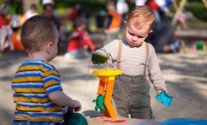 Para este neuropsicólogo infantil el juego debe ser la principal prioridad para los niños y quitarles tiempo de jugar puede tener graves implicaciones futuras para ellos